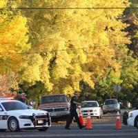 Bận chống dịch Covid-19, cảnh sát Mỹ yêu cầu tội phạm tạm ngừng hoạt động đến khi có thông báo mới